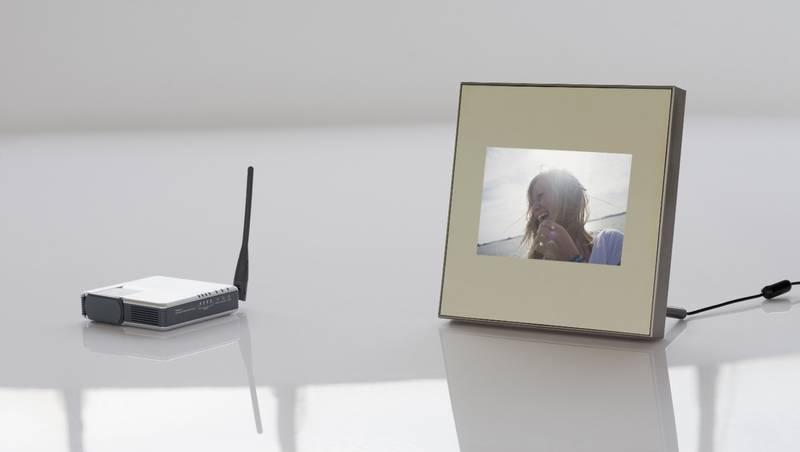 digitaler fotorahmen parrot specchio kommunikativer. Black Bedroom Furniture Sets. Home Design Ideas