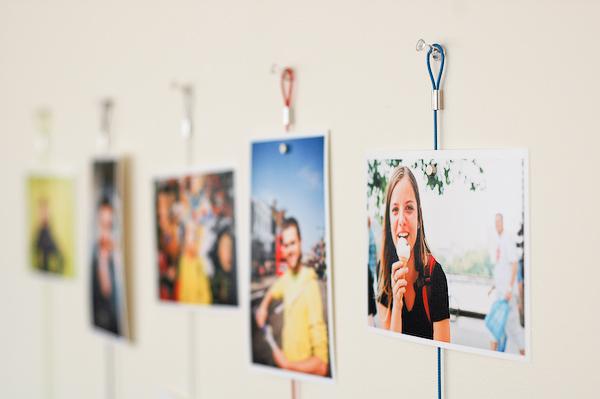 magnet fotohalter werf die bilder an die wand foerderland. Black Bedroom Furniture Sets. Home Design Ideas