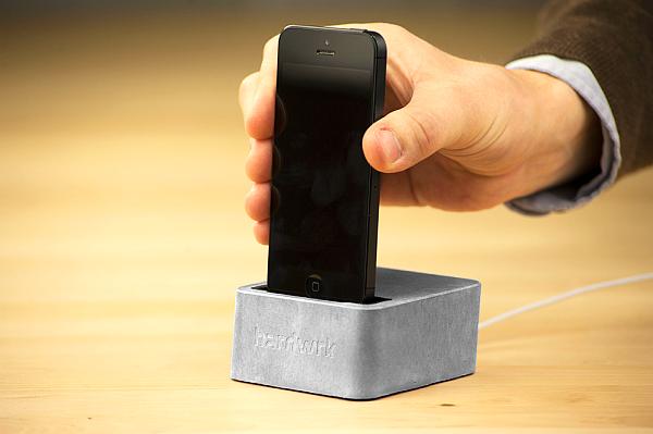 Hardwrk Massive Dock: Felsenfester Stand für das iPhone