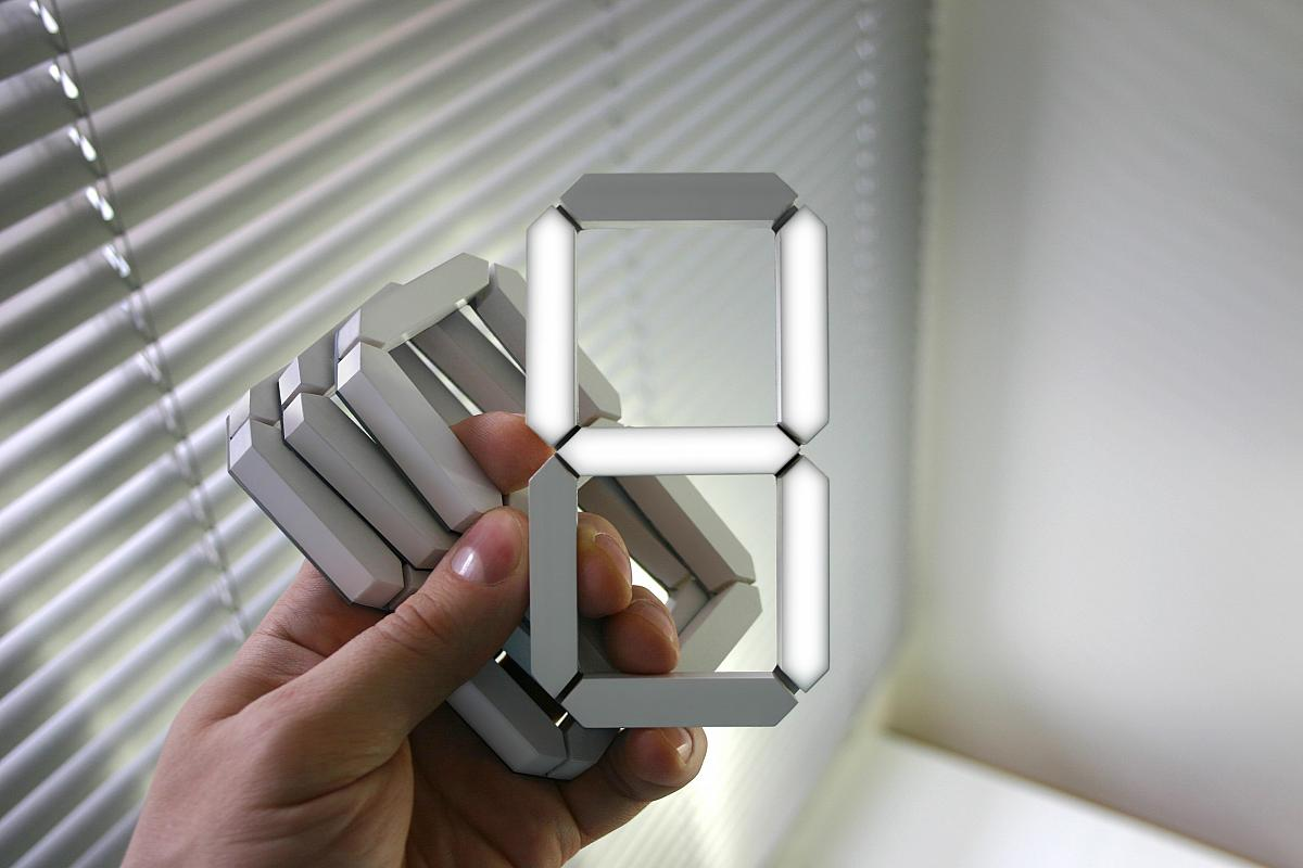 kibardindesign black white clock foerderland. Black Bedroom Furniture Sets. Home Design Ideas