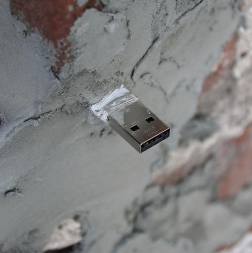 aram bartholl dead drops usb stick als toter briefkasten. Black Bedroom Furniture Sets. Home Design Ideas
