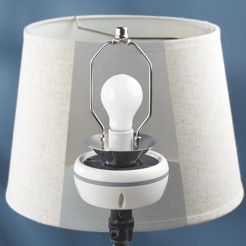 hammacher schlemmer lautsprecher versteckt sich unter dem lampenschirm f rderland. Black Bedroom Furniture Sets. Home Design Ideas