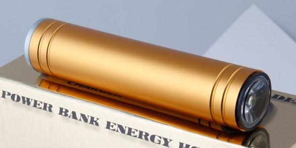 poldera power bank halb reserveakku halb taschenlampe. Black Bedroom Furniture Sets. Home Design Ideas
