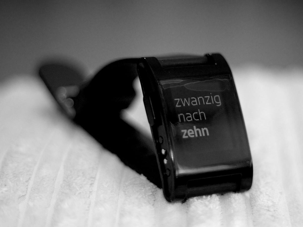 pebble im test wof r man die smartwatch einsetzen kann. Black Bedroom Furniture Sets. Home Design Ideas