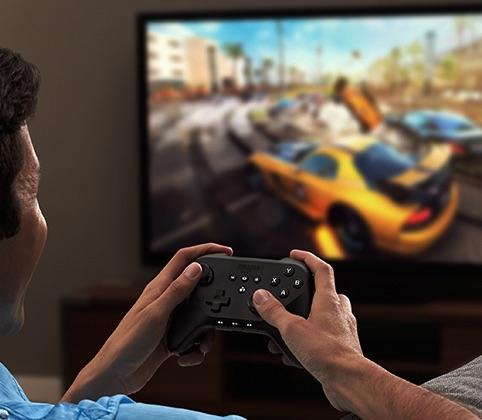 Mit einem zusätzlichen Game-Controller - und oft auch einfach mit der Fernbedienung - lässt sich das Fire TV auch als Spielkonsole benutzen.
