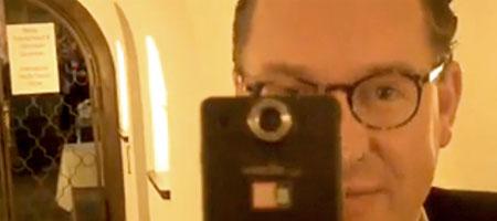 Bild-Chef Diekmann zeigt seine eigene Flip (Jeff Jarvis)