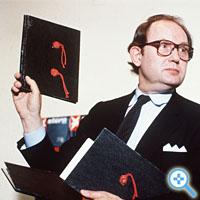 Hitler-Tagebücher: Gerd Heidemann zeigt 1983 die angebliche Sensation (Bild Keystone/Thomas Grimm)