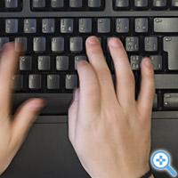 Hackst mit dicken Fingern auf die Tastatur (Bild Keystone/Gaetan Bally)