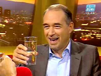 Tele Züri Hugo Bigi trinkt Beat-Breu-Wasser