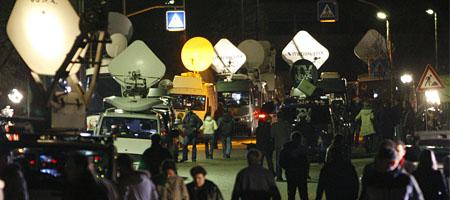 Medienaufgebot in Winnenden am Mittwochabend (Keystone)