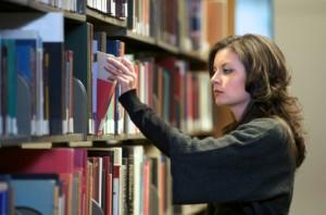 Literaturrecherche: Wer sucht, der findet (Bild: iStockphoto.com)