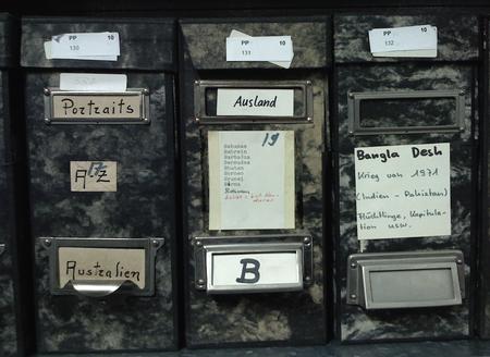 Das Fotoarchiv aus Papier und Pappe - nicht die naheliegendste Möglichkeit für Digitalfotos
