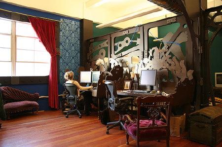 Screenshot: Die Büroräume von Three Rings.