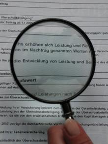 Versicherungen: Leistung prüfen! (Bildquelle: Pixelio.de/tommyS)